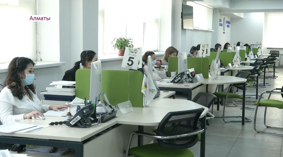 Больше десяти тысяч звонков по вопросам режима ЧП ежедневно поступает в колл-центр Алматы