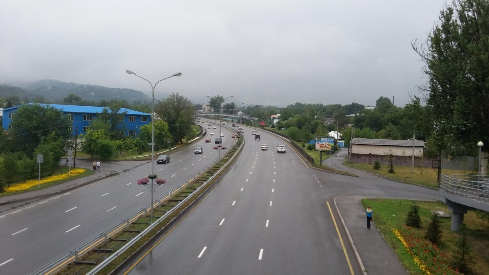 Алматыда автокөлік трафигі төмендеді