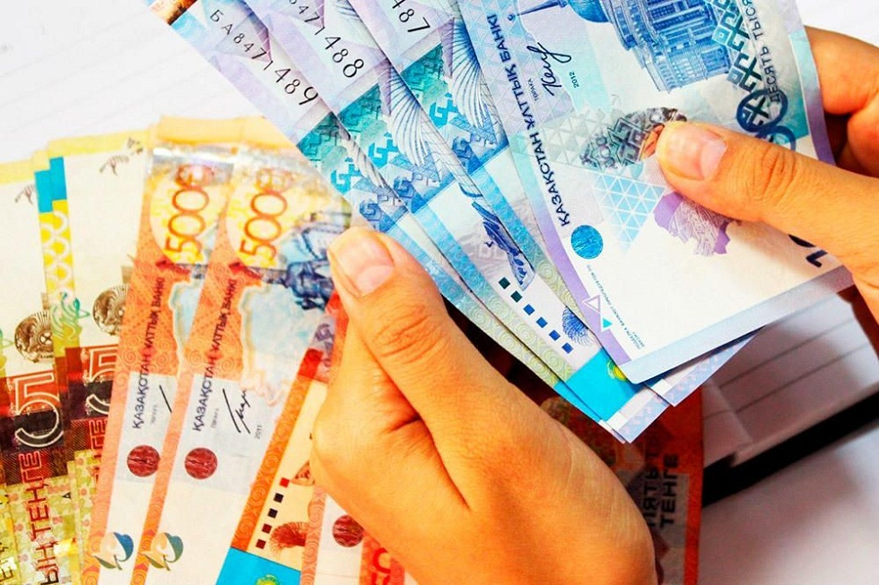 Казахстанцам, оставшимся без дохода, до 15 июня приостановили начисление пени по кредитам