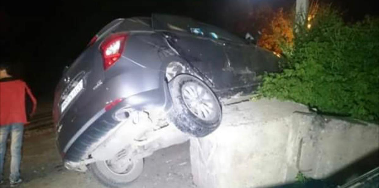 Два автомобиля протаранили блокпосты в Мангистау: есть пострадавшие