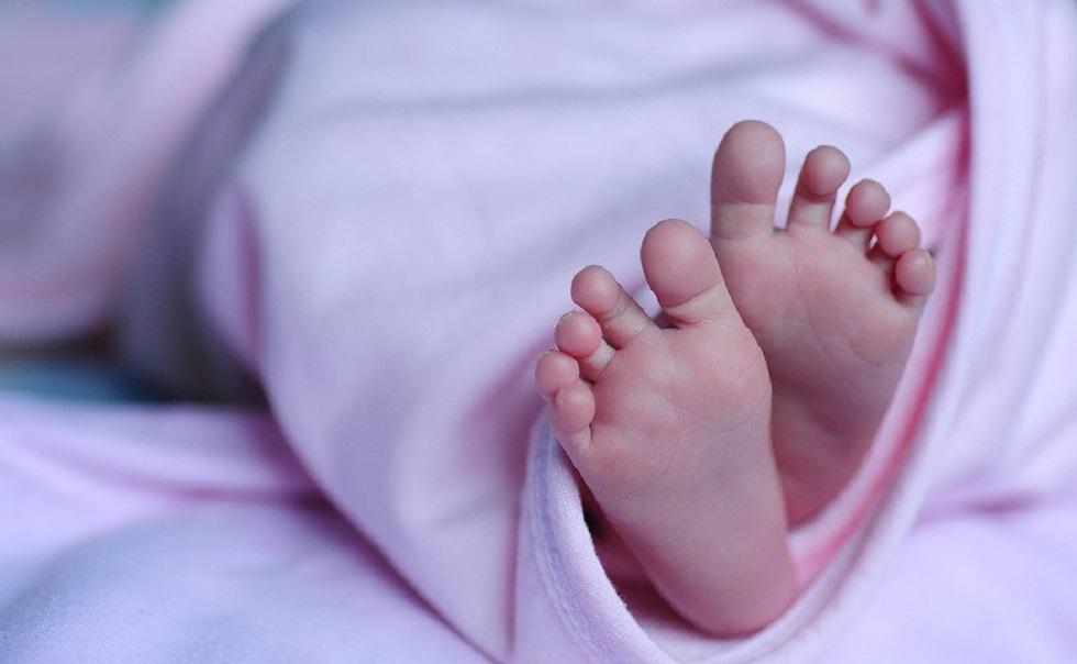 В мусорном баке обнаружили новорожденную в Караганде