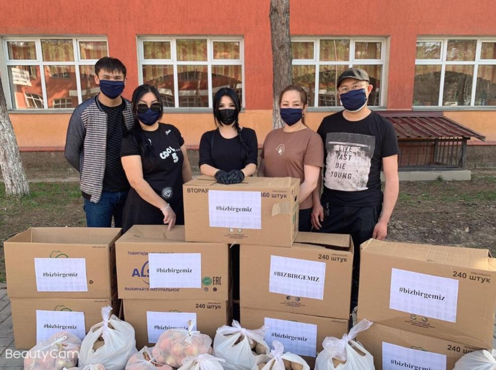 Алматинским школьникам подарили планшеты и раздали роутеры для дистанционного обучения