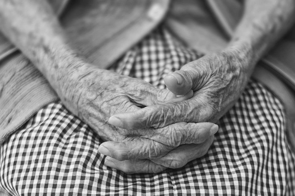 Грабитель испугался пенсионерки и забил ее битой