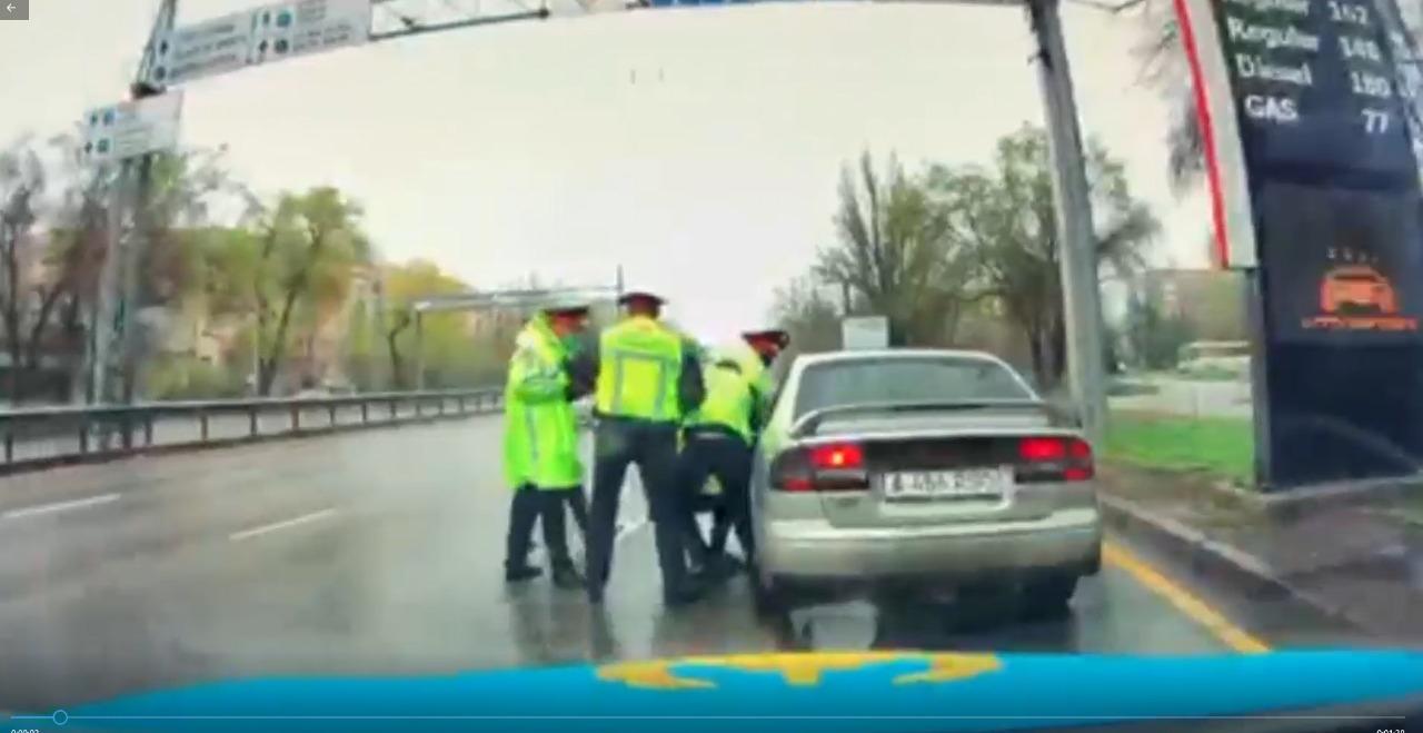 Многие говорят, что я псих: житель Алматы переехал ногу полицейскому и пытался скрыться