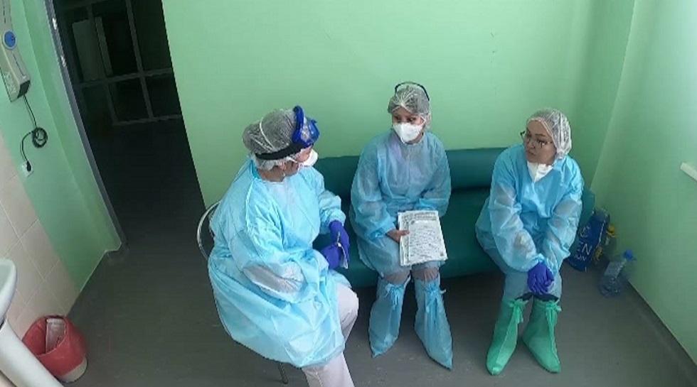 Казахстанским медикам начали выплачивать премии