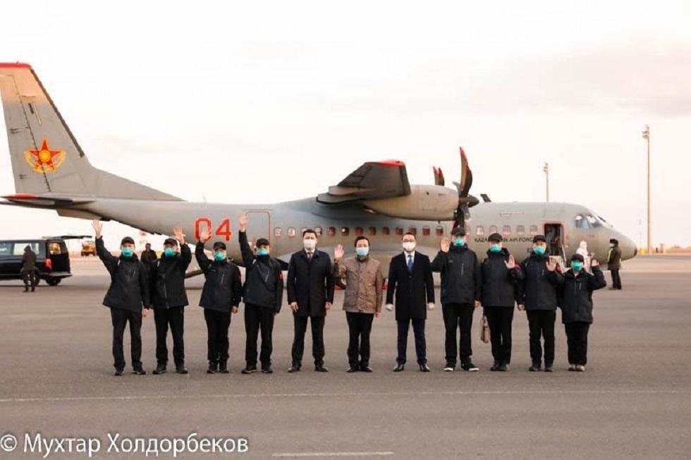 Врачи из Китая прилетели спецбортом в Нур-Султан