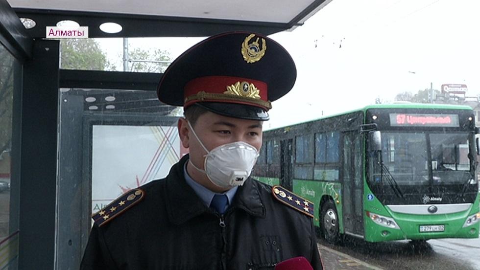Нарушителей карантина теперь ищут в общественном транспорте Алматы