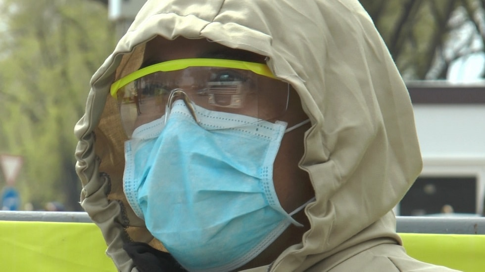 Полицейские Алматы получили почти 300 защитных костюмов