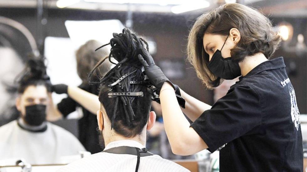 Система онлайн-записи не выдержала: жители Дании заполнили парикмахерские