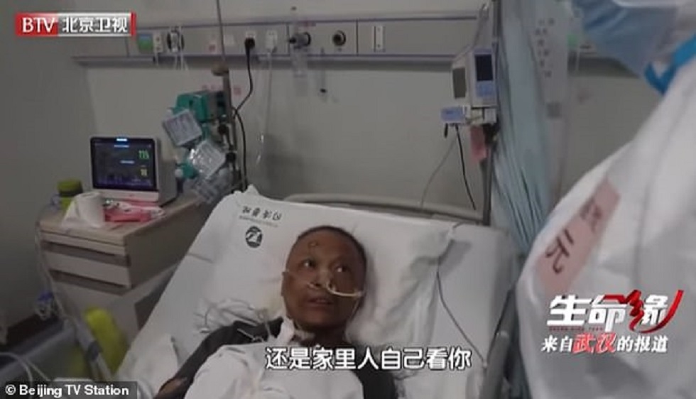 Кожа китайских врачей внезапно почернела из-за коронавируса