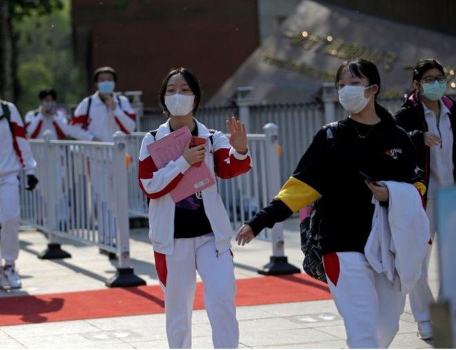 Школы начали открываться в Китае