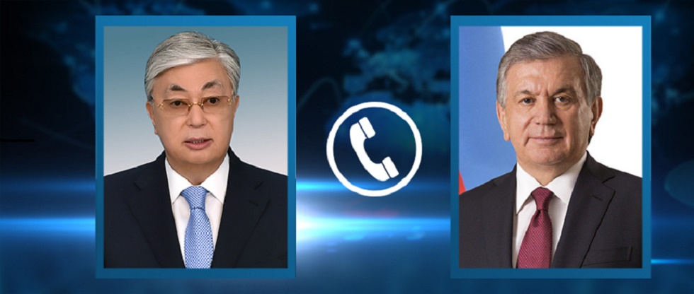 Президент Казахстана провел телефонный разговор с президентом Узбекистана