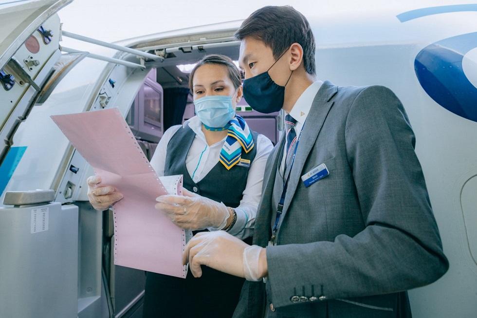 Отмену тестов на COVID-19 для авиаперелета прокомментировал главный санврач на транспорте