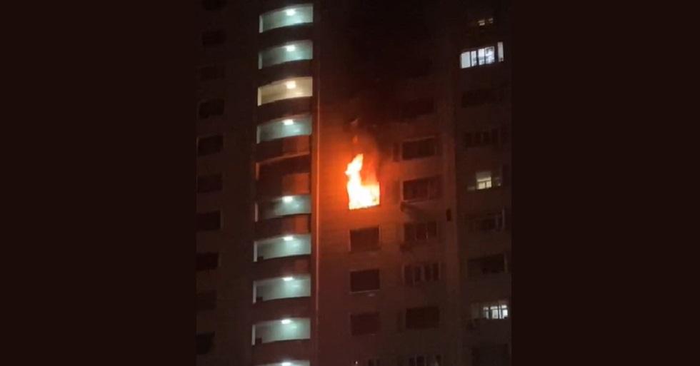 В Алматы открытым пламенем горела квартира