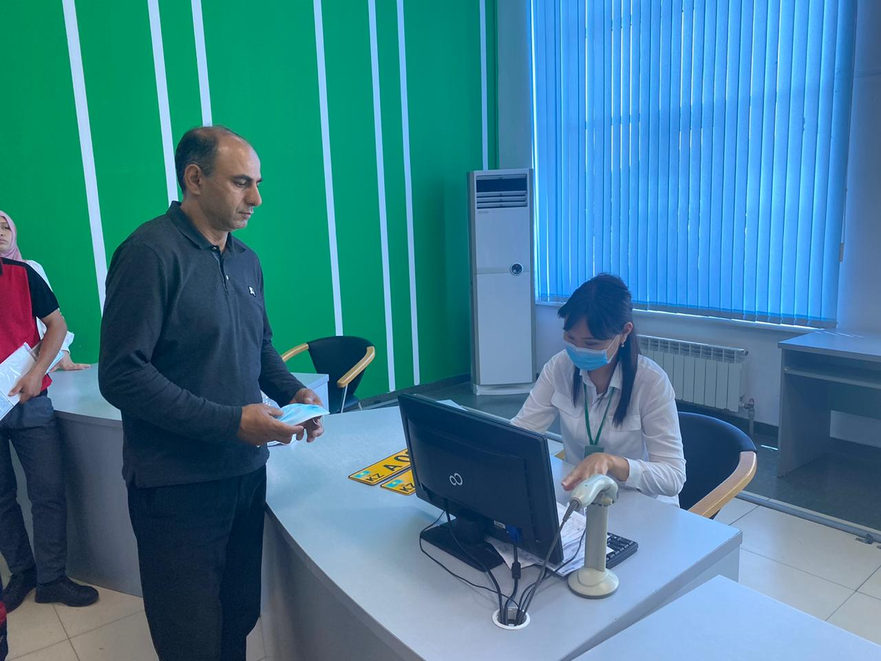 В спецЦОНе Алматы выдали первый регистрационный номер на авто из Армении