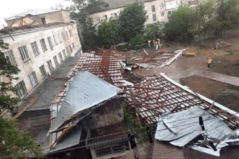 Павлодар облысында күшті жел шатырларды ұшырып  кетті