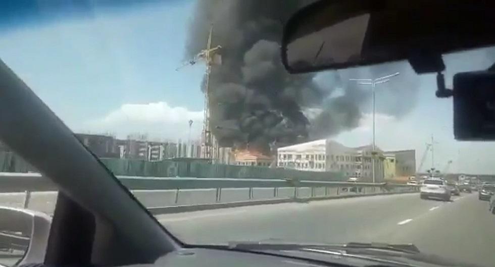 Строящаяся школа горела в Алматы возле ВОАД