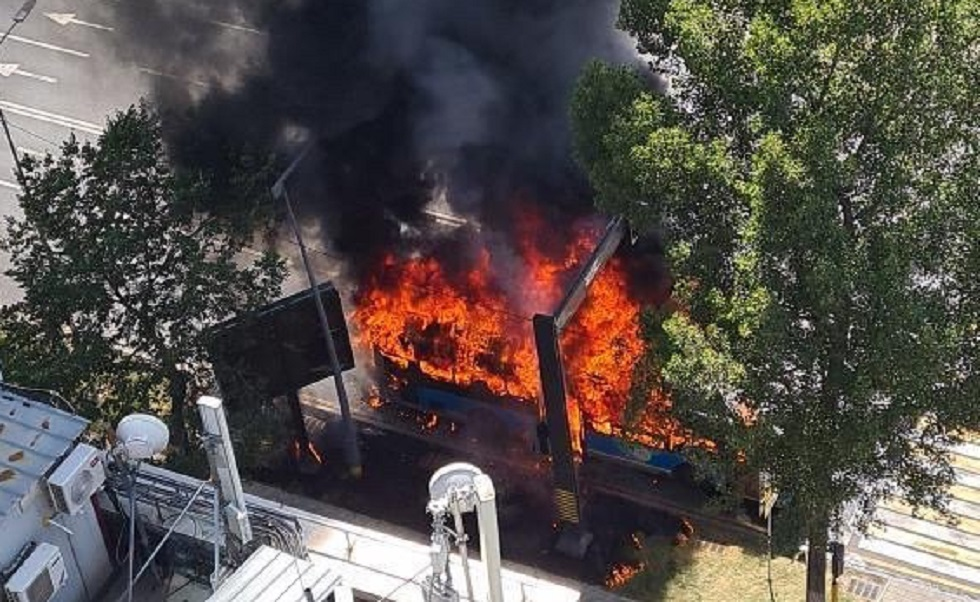 Автобус сгорел в Алматы во время движения