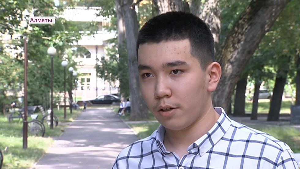 Мечтаю учиться в MIT - одаренный 15-летний алматинец Абзал Мырзаш оканчивает вуз