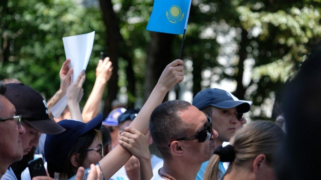 Митинги и массовые сборы создают условия для масштабного заражения людей - Бекшин