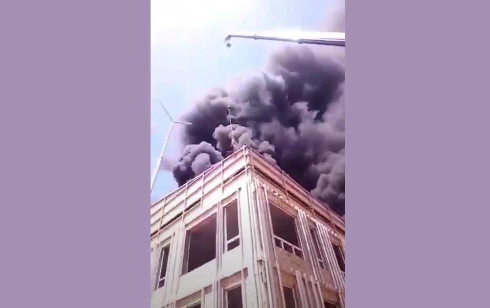 Взрыв на крыше школы в Алматы: как спасали рабочего записали на видео