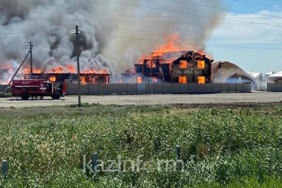 В Акмолинской области горели 3 гостевых дома, 1 сауна и 1 столовая на территории зоны отдыха