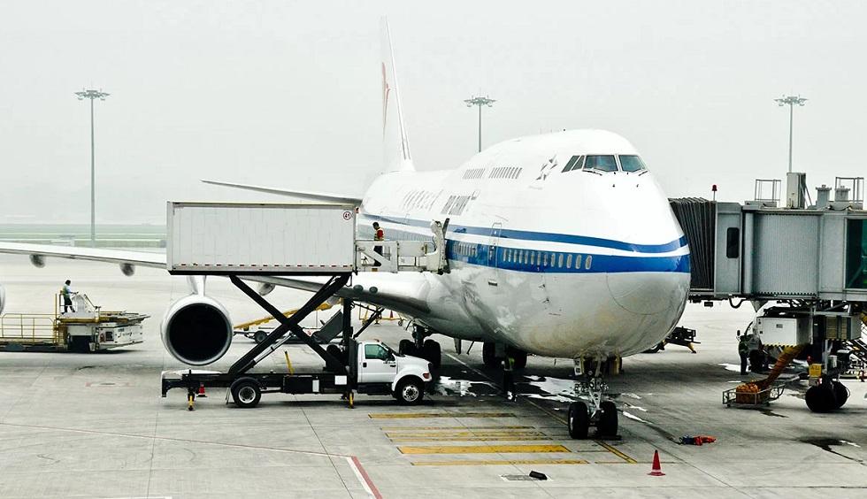 Новая вспышка COVID-19: в аэропорту Пекина отменили более тысячи рейсов