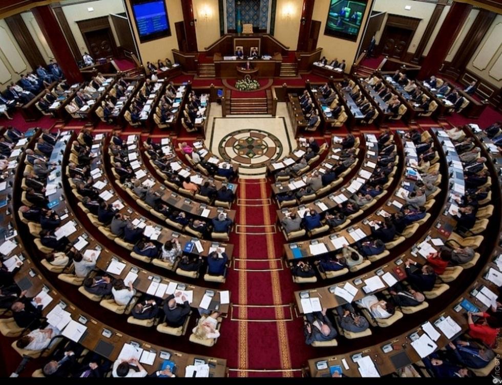 Парламентарии уходят на каникулы