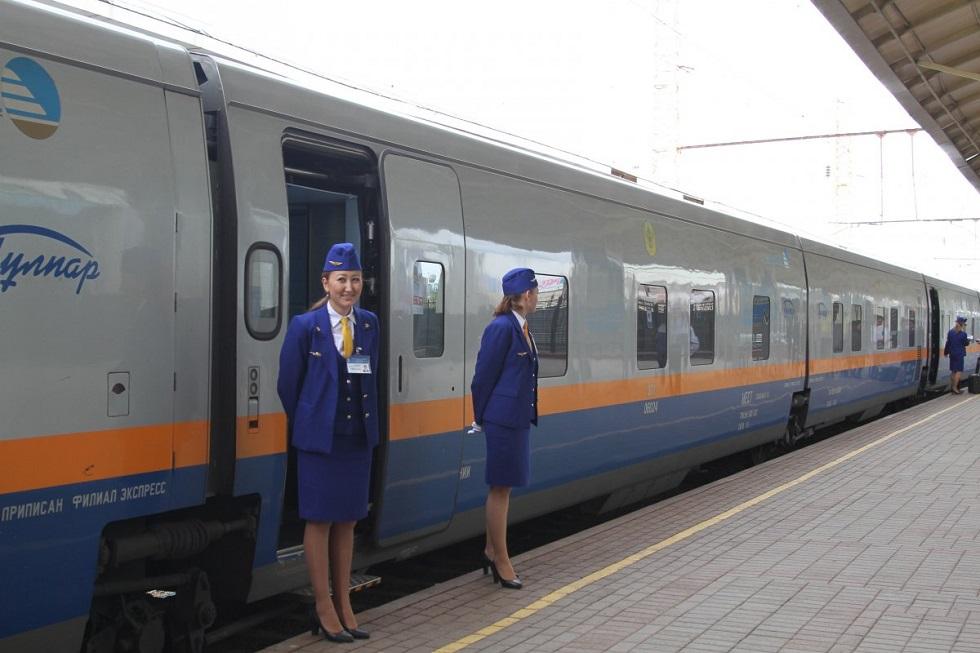 Движение трех поездов отменено в Казахстане