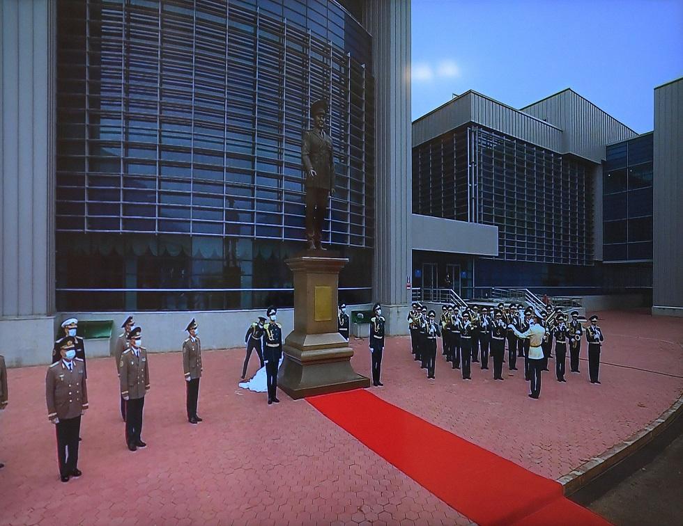 В столице открыли монумент Нурсултану Назарбаеву