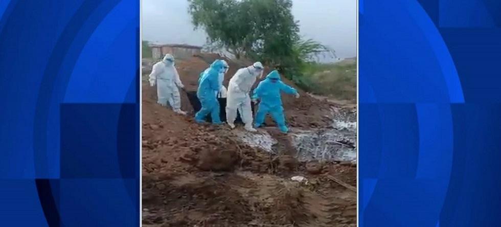 Сбрасывали тела умерших от COVID-19  в яму – скандал в Индии
