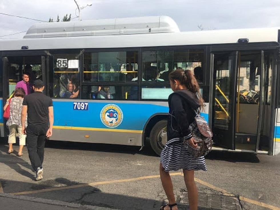 Число автобусов на некоторых маршрутах в Алматы сократили на 20%