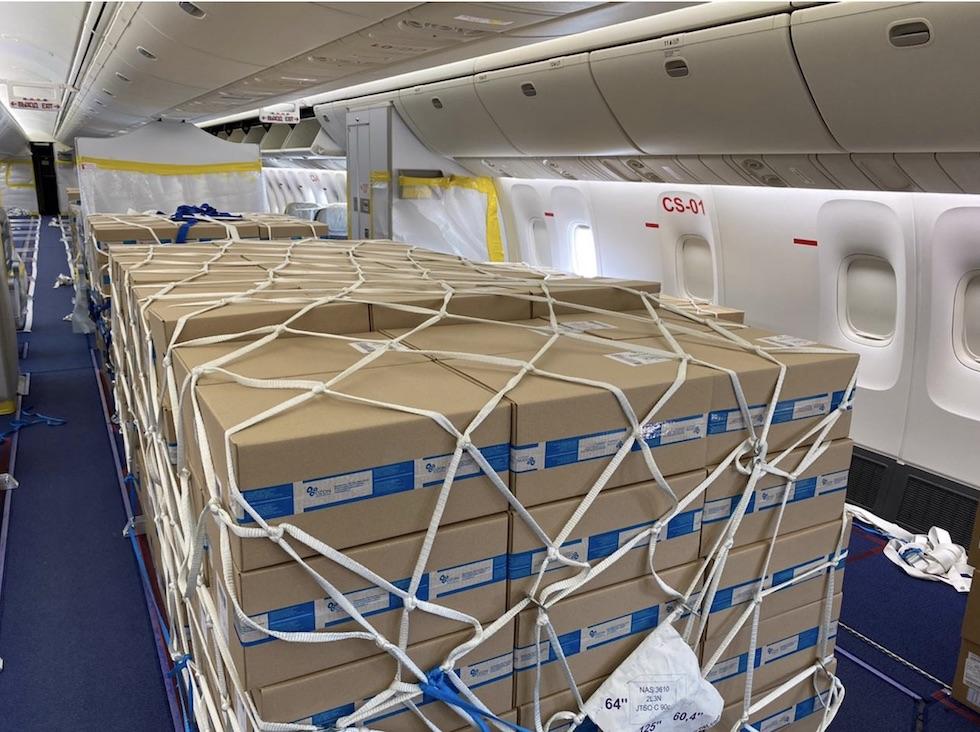Два самолета с лекарствами прибыли в Казахстан из России