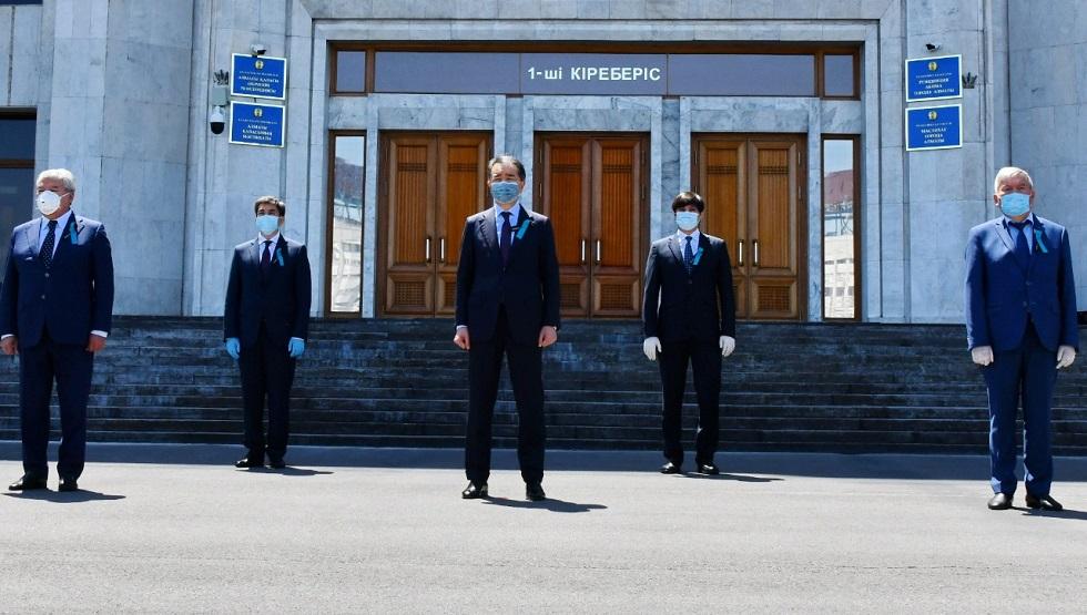 Бакытжан Сагинтаев почтил память жертв COVID-19