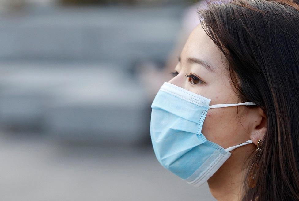 Ношение маски на подбородке с открытым носом является нарушением — эпидслужба Алматы