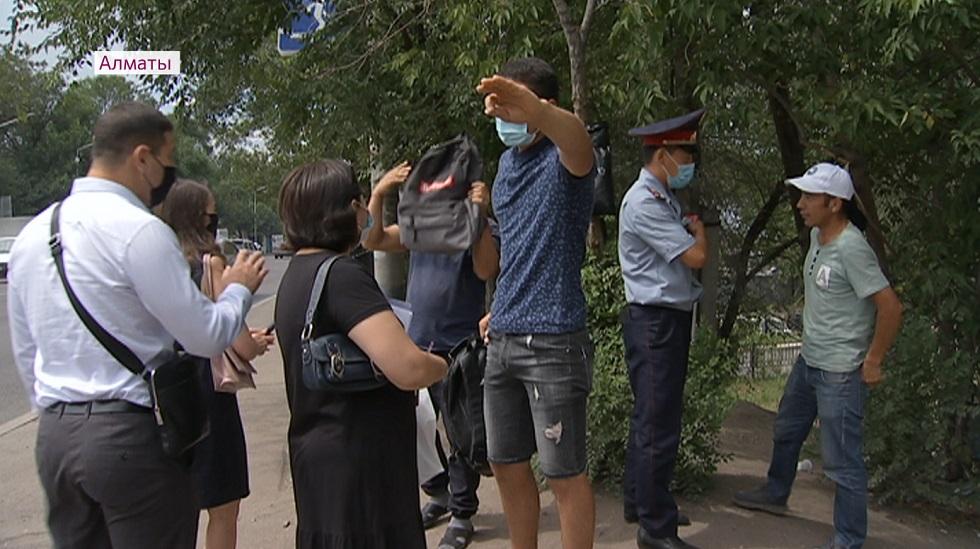 Нарушителей масочного режима выявляют в Алматы