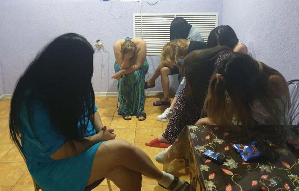 Проститутки оказывали интим-услуги в сауне, несмотря на карантин в Жанаозене