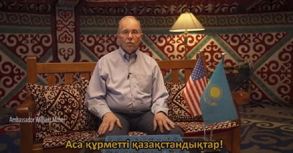 Посол США в Казахстане играет в тогызкумалак и цитирует Абая