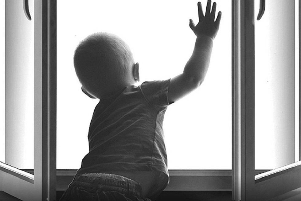 В Казахстане с начала года зарегистрировано 85 случаев выпадения детей из окон