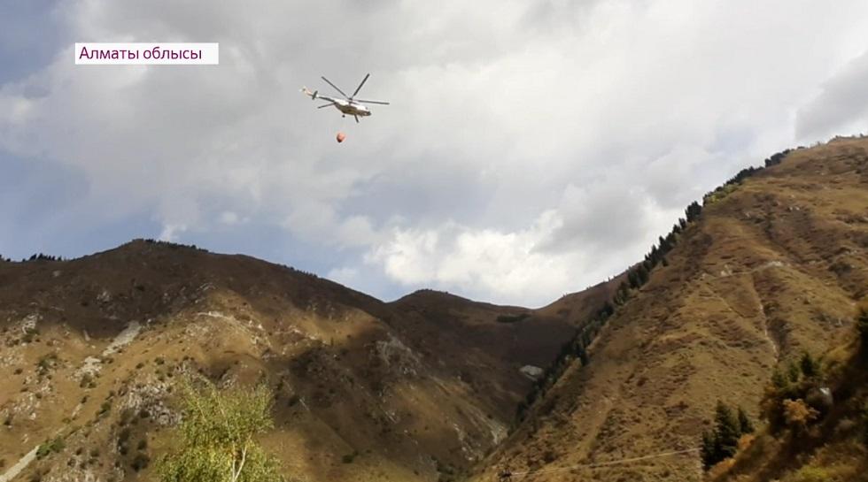 В Алматы прошла тренировка по тушению пожаров с вертолета