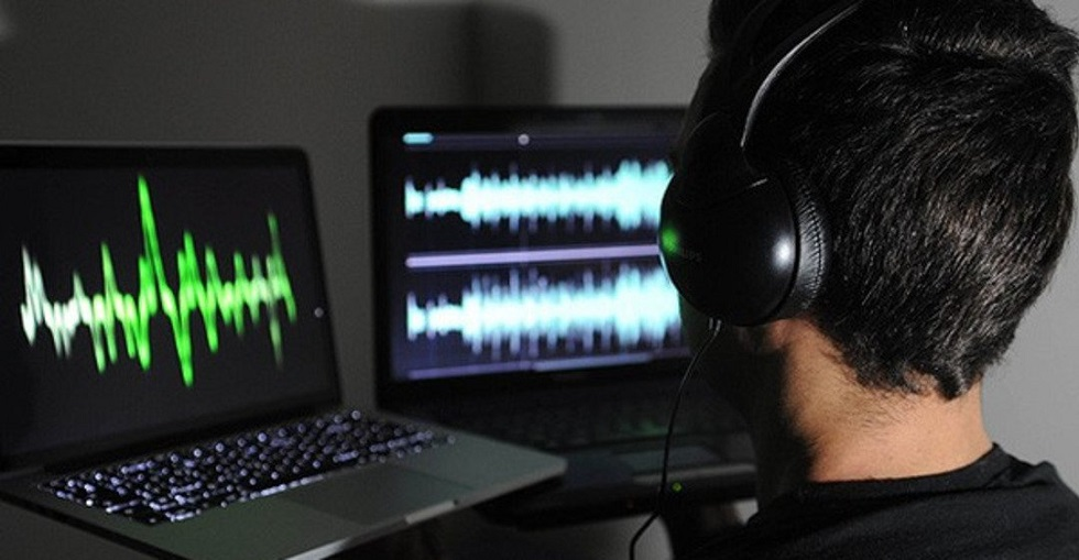 Казахстанских певцов обяжут предупреждать о фонограмме на концертах