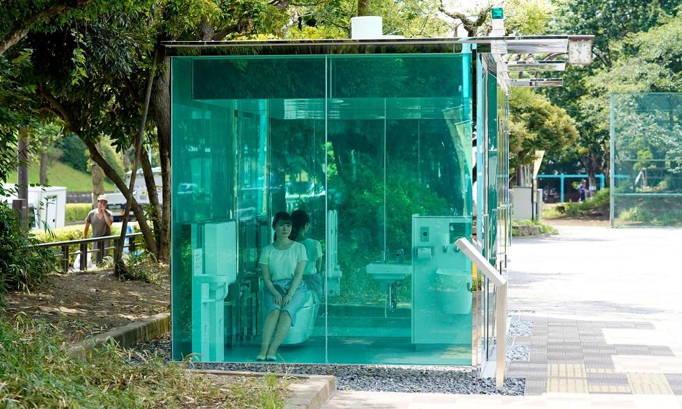В стране восходящего солнца появились прозрачные туалеты