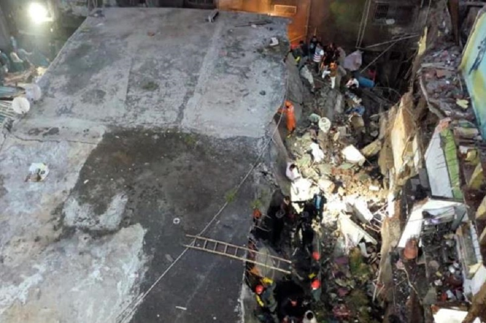 Үндістанда үш қабатты тұрғын үй құлап, сегіз адам қаза тапты