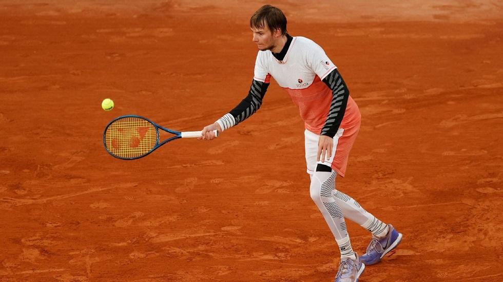 Теннис: казахстанец сотворил сенсацию на «Ролан Гаррос»