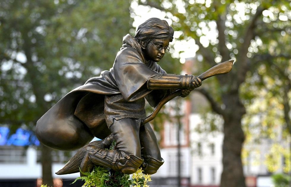 Памятник Гарри Поттеру установили в центре города