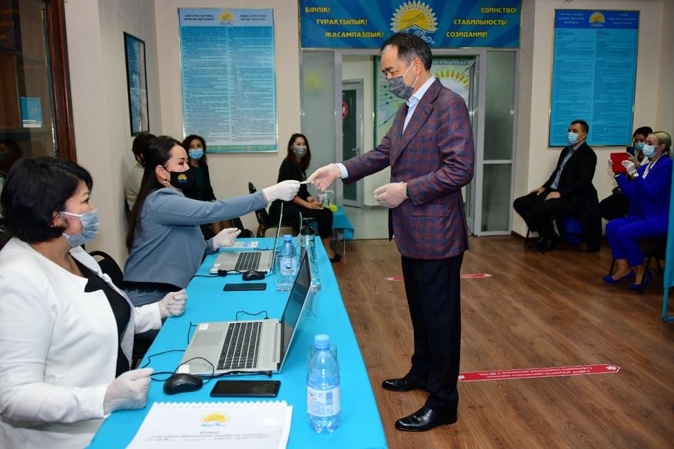 Праймериз Nur Otan: Бакытжан Сагинтаев, Роза Рымбаева, Ермахан Ибраимов отдали свои голоса