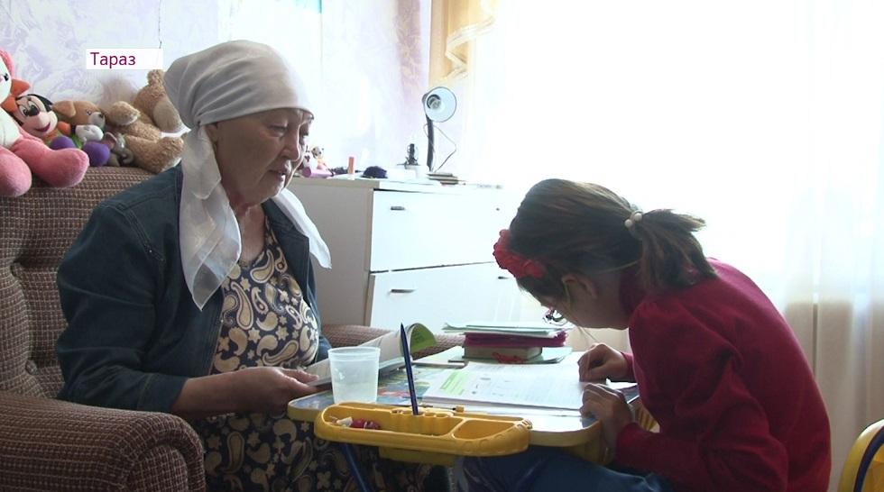 В Таразе пенсионерка не может оформить опекунство над внучкой