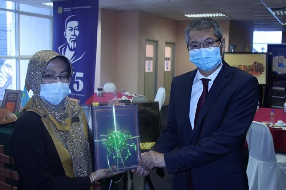 Центр казахской литературы и культуры имени Абая открыли в Малайзии