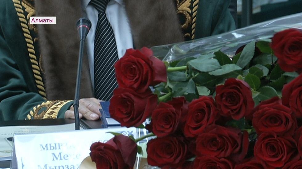 Крымбек Кушербаев поздравил с 90-летием Мекемтаса Мырзахметова и Оразака Смагулова