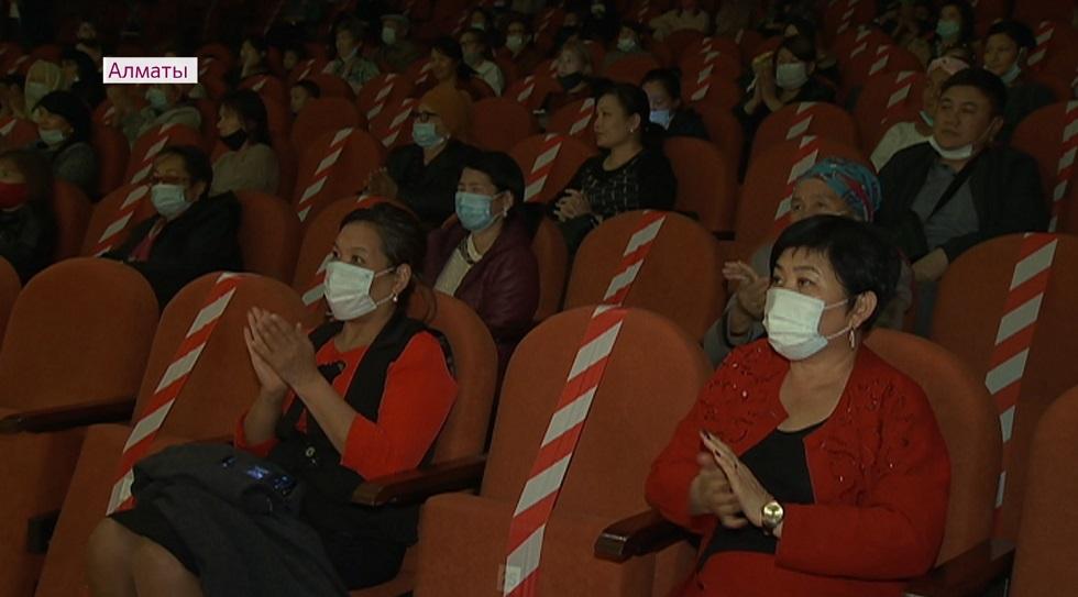 Алатау дәстүрлі өнер театрында «Ұстаз – саған мың алғыс» атты мерекелік кеш өтті